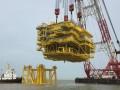 亚洲最大容量海上升压站吊装成功
